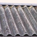 Hoe gaat u te werk bij het verwijderen van een asbestdak?