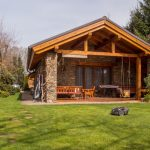 Nieuwe dakgoot op uw tuinhuisje plaatsen (Inclusief stappenplan!)